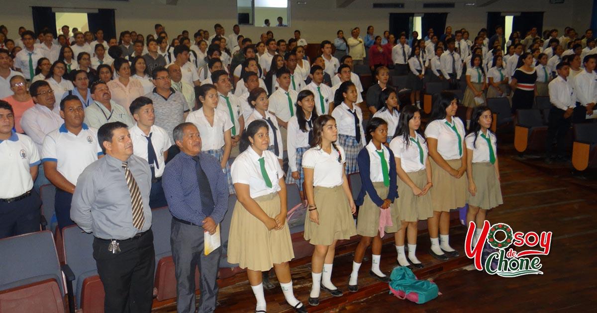 Jóvenes se vistieron de civismo para revivir el 4 de Diciembre