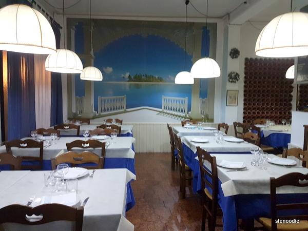 Ristorante Lo Schiaccianoci dining rooms