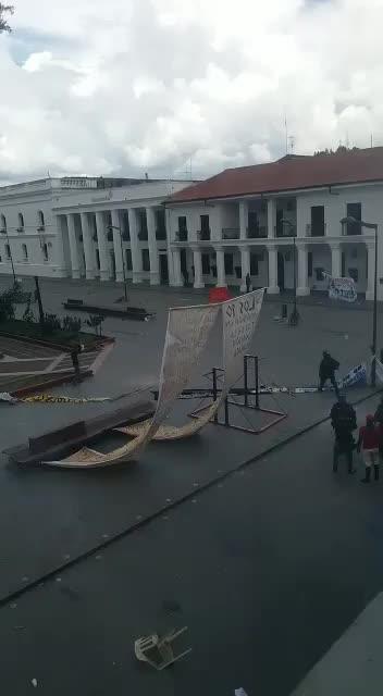 Desalojan campamento estudiantil de #Popayan en el #Cauca
