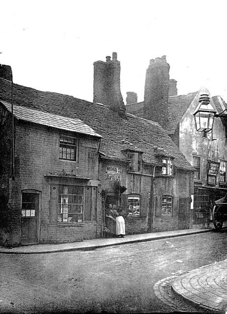 The Cooper's Arms stood in Horsefair (Wulfruna Street), on the corner of Lichfield Passage.