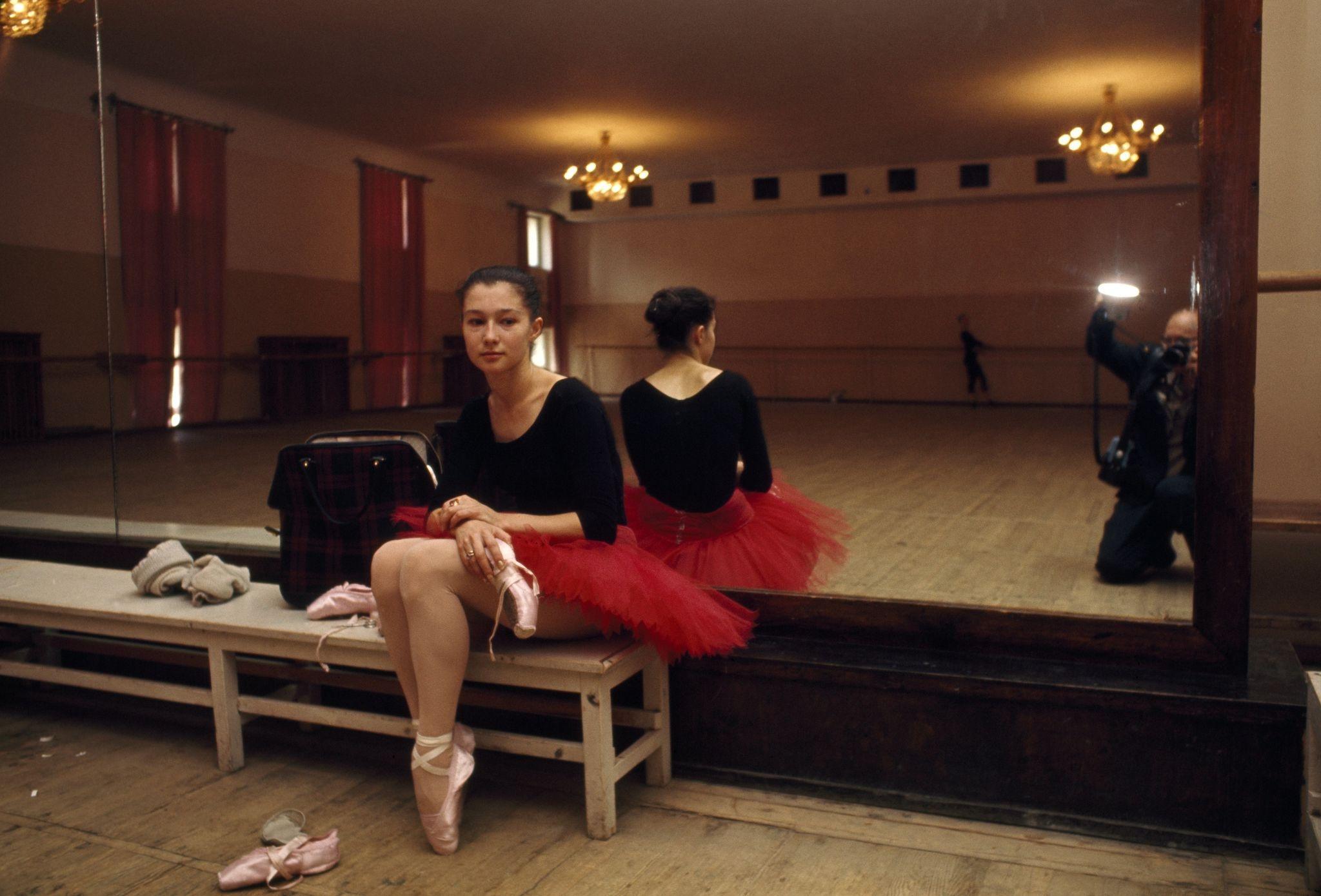 1964. Неофициальный портрет сидящей балерины Большого театра