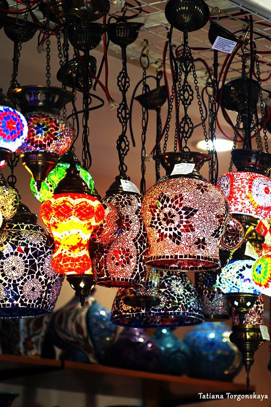 Лампы в которской сувенирной лавке
