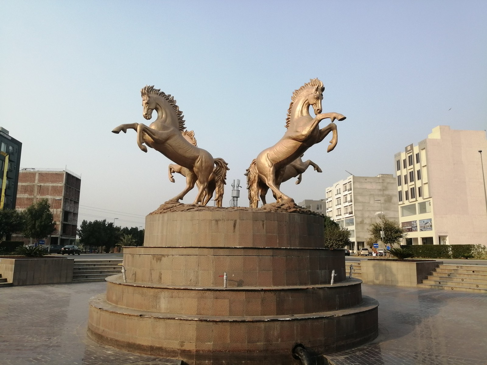 Picture of Horses Statue with Auto Mode on Huawei Y9 2019
