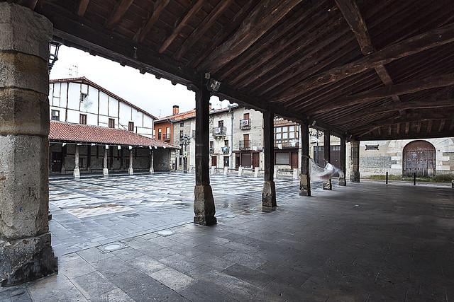 Andra Mari Plaza Agurain
