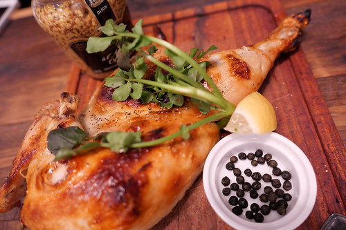 Masonry oven grilled roast chicken 石窯ローストチキン 生胡椒