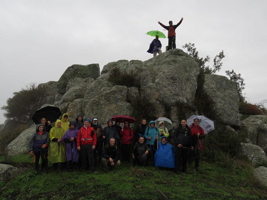 30 senderistas acudieron a la conquista del Cerro de San Gregorio.