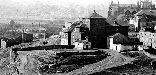 Convento de San Gil en 1857. Detalle de una foto editada por Charles Soulier.