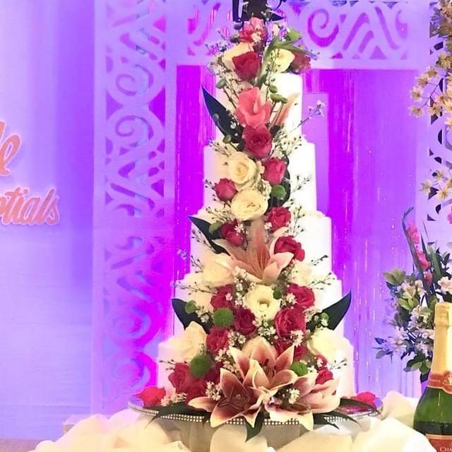 Cake by PauPau's Cakes & Cupcakes