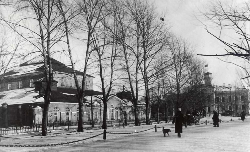 Вид на здания Ижорского завода