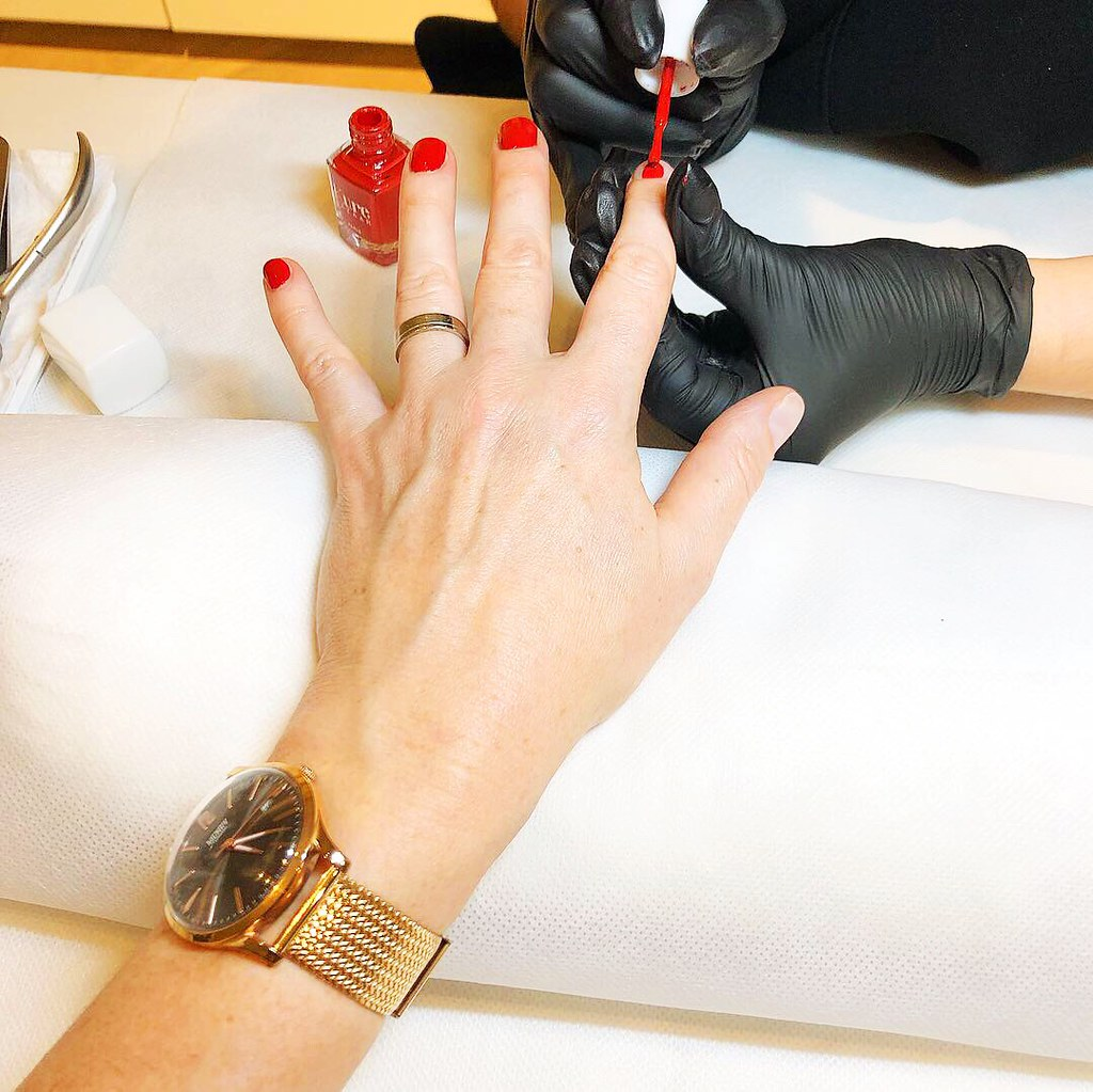 A Day Out in London for Adults: Belgravia (SMUK London beauty salon manicure)   Not Dressed As Lamb, a blog for over 40 women