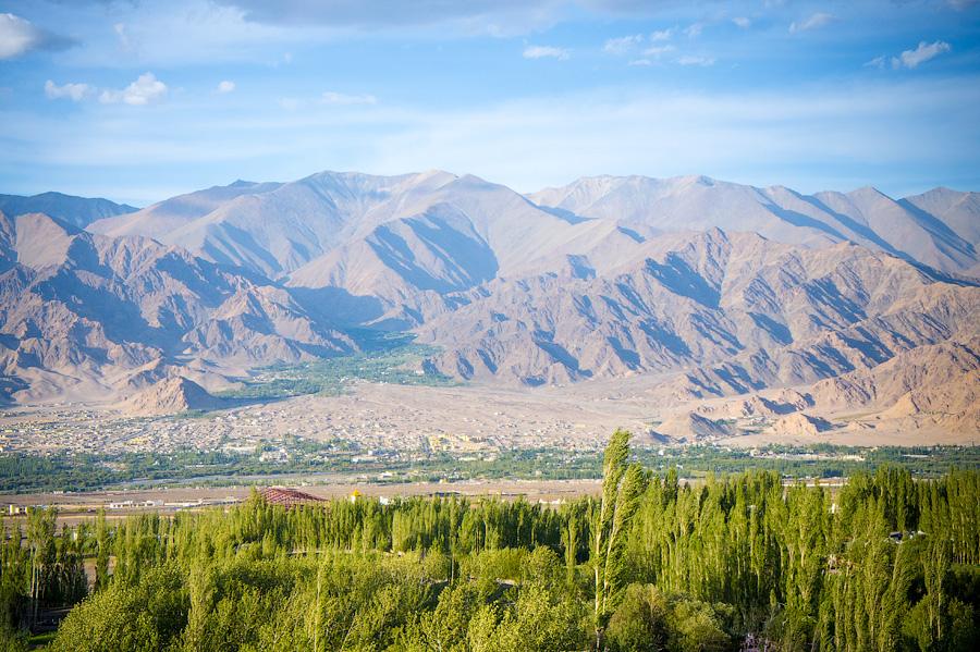 Вид на долину Ле, Шей гомпа