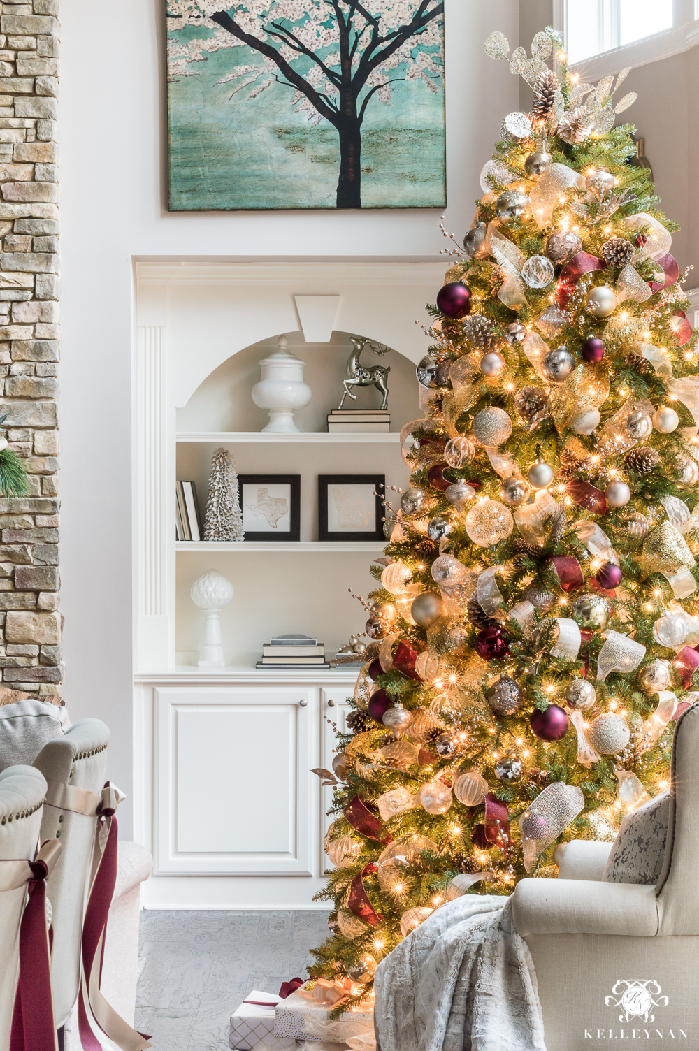 10 Ways to Decorate Your Christmas Tree - Christmas Tree Decorated With Ribbon