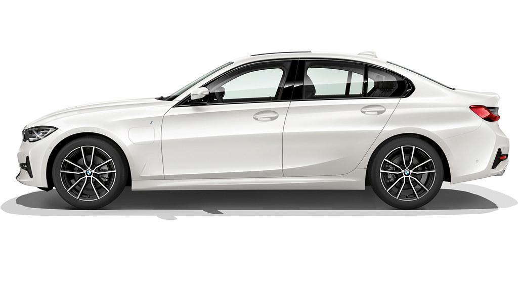 BMW 330e G20_2
