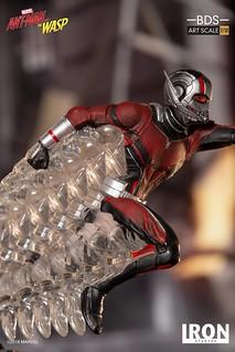 超酷的縮放效果呈現!! Iron Studios《蟻人與黃蜂女》蟻人 Ant-Man 1/10 比例決鬥場景雕像作品