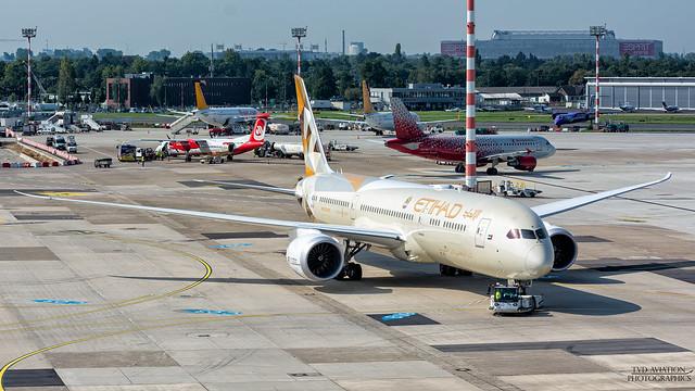 Etihad Airways Boeing 787-9, Nikon D5200, Tamron SP 70-300mm f/4-5.6 Di VC USD (A005)
