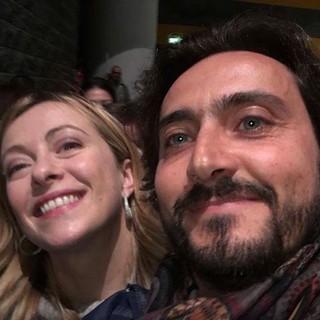Sandro Laere insieme all'onorevole Meloni