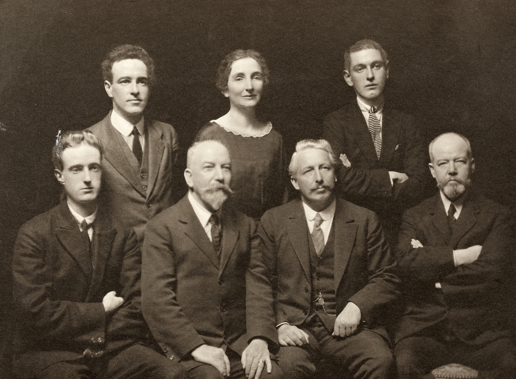 First Envoy to the Irish Republic in London : Art Ó Bríain 1919-1924, with members of the staff.