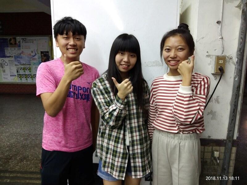 心輔啦啦總籌陳沐恩(左)、吳雅婷(中)、鄭詠潔(右)。圖/吳芝頤攝