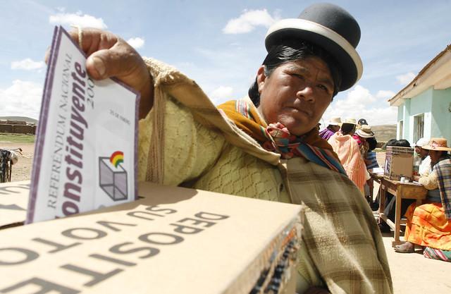 Buscando refletir imensa diversidade étnica e cultural boliviana, texto é considerado um marco histórico recente - Créditos: Javier Mamani/AFP