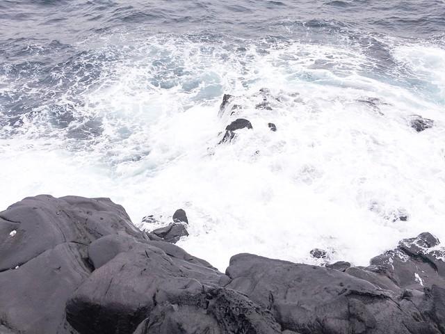 釣座が波かぶり。
