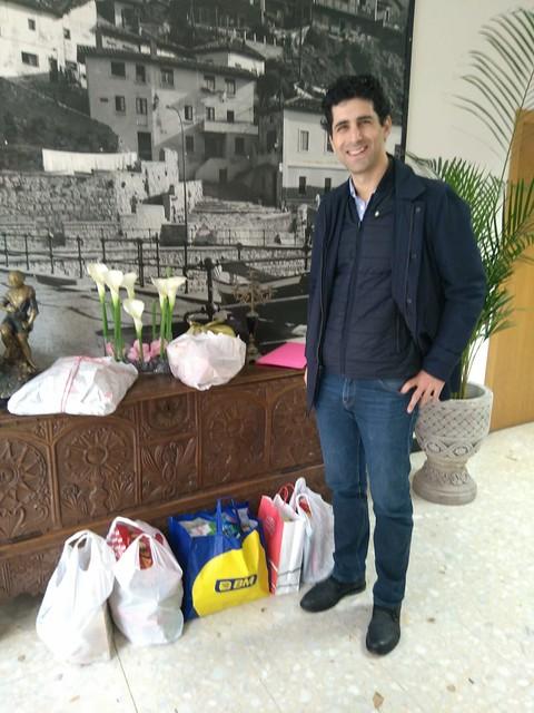 Lo mejor del X GetxoBlog: Entrega de 62 unidades de alimentos por parte de #GetxoBlog y de Rotary Club Getxo al Comedor Social de las Monjas Hijas de la Caridad del Puerto Viejo de Algorta.