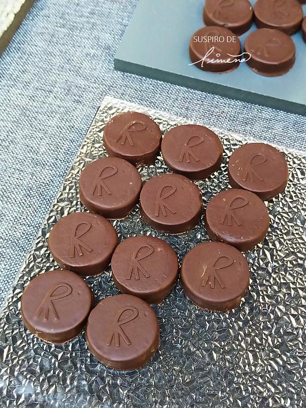 Chocolate con cacao peruano con el sello de los hermanos Roca.