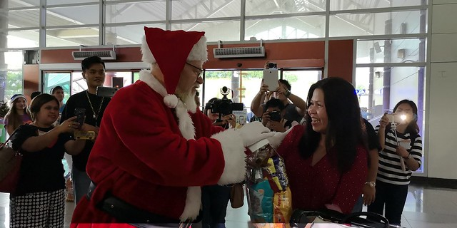 Globe Christmas Surprise Salubong of BalikBayans at the Francisco Bangoy International Airport IMG_20181218_163631_1