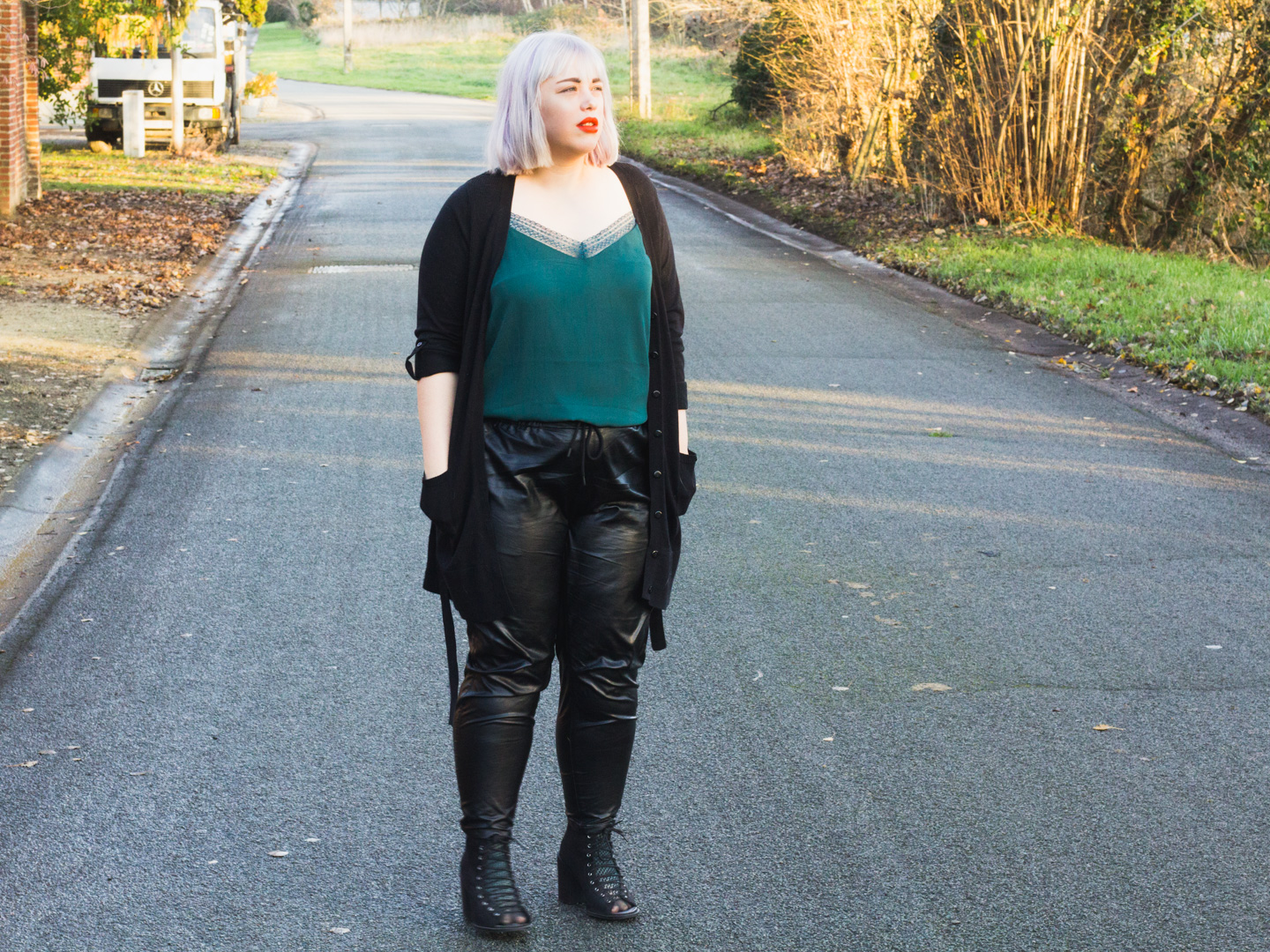 OOTD: elegant in leather & lace