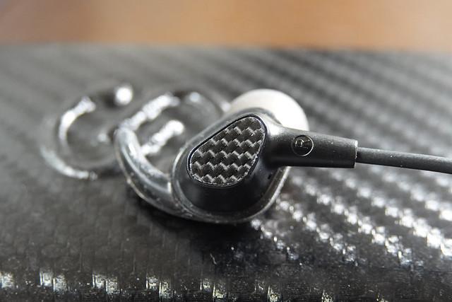 【高音質 Bluetooth 5.0】SoundPEATS(サウンドピーツ) Engine Bluetooth イヤホン デュアルドライバーイヤホン 13時間連続再生 APTX対応 IPX6防水 ブルートゥース イヤホン ネックバンド型 マグネット搭載 マイク付き ワイヤレス イヤホン Bluetooth ヘッドホン [メーカー1年保証] (ブラック)