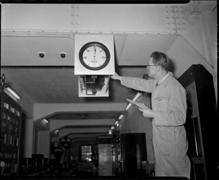 12-15-1951_10112 Electrische frequentiemeter