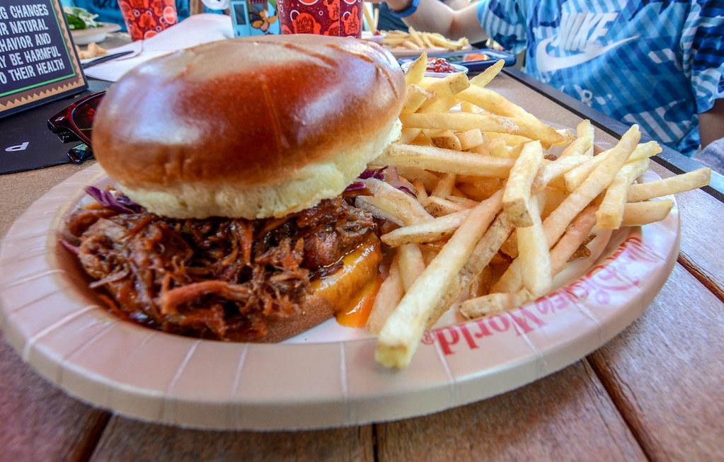 BBQ Sandwich Captain Cook's
