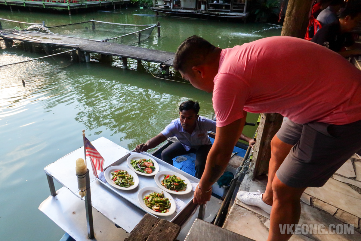 Veg-Fish-Farm-Thai-Restaurant-Send-Food-Using-Boat