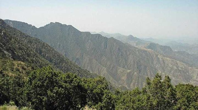 477210 facts about the highest peak of Saudi Arabia - Jabal Sawda 01