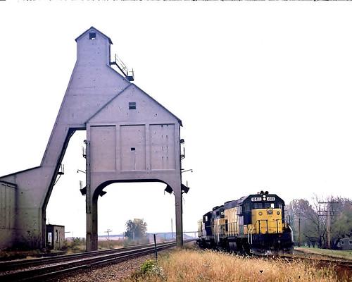 CNW 4411 (EMD GP15-1 Troy Grove Local DeKlab IL 10-14-1985)