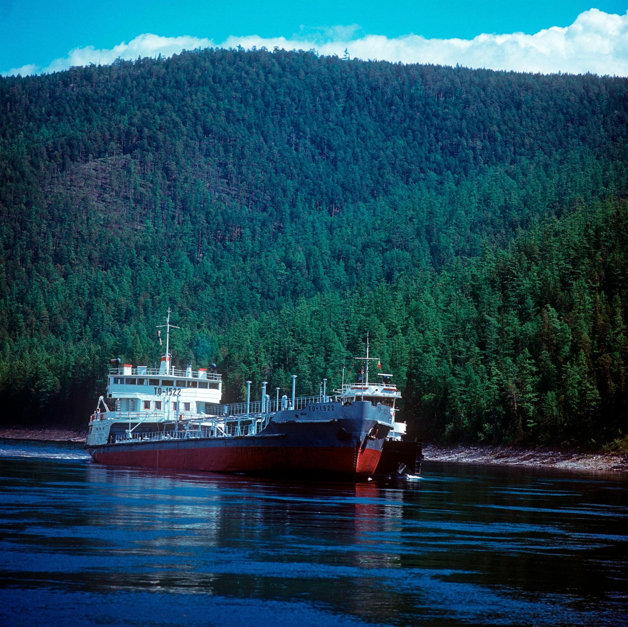 1970-е. Сухогрузный теплоход смешанного плавания («река - море»)