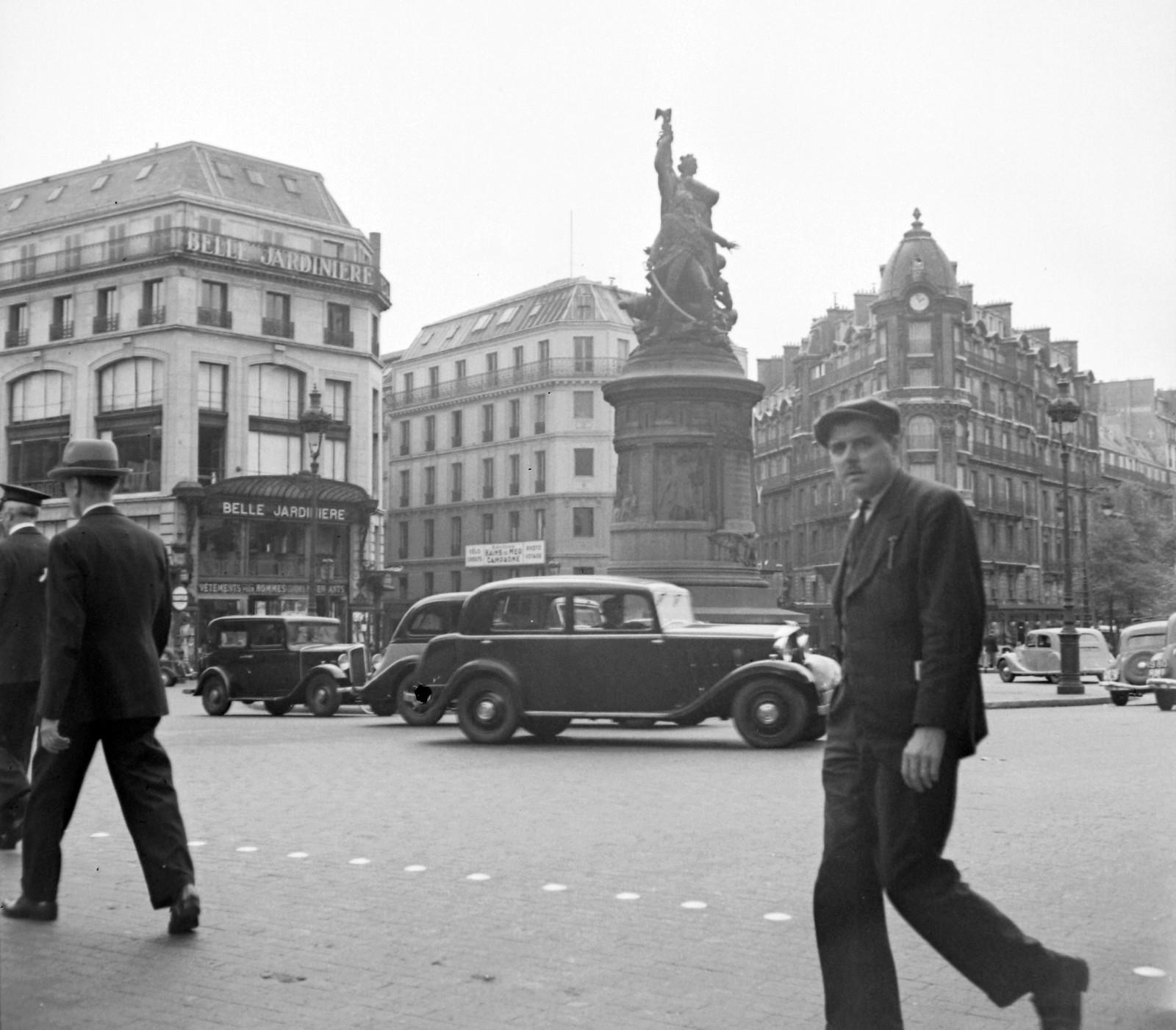 1939. Площадь Клиши