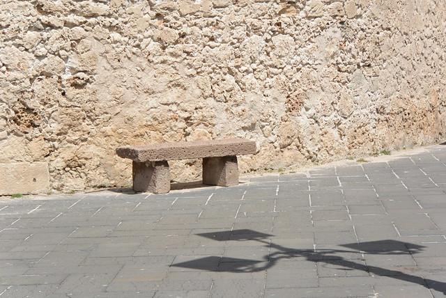 stone bench, stone wall, Nikon 1 V2, 1 NIKKOR VR 10-100mm f/4-5.6