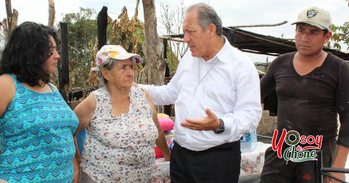 Entrega de asistencia humanitaria a familia afectada por incendio estructural en sitio Los Monos