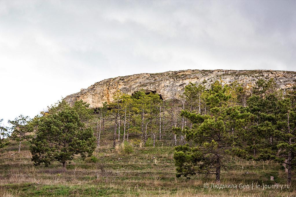грот в скале в окрестностях Симферополя