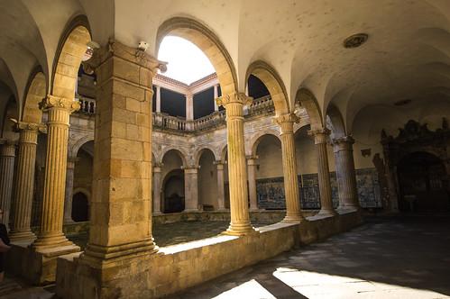 S? Catedral de Viseu Courtyard
