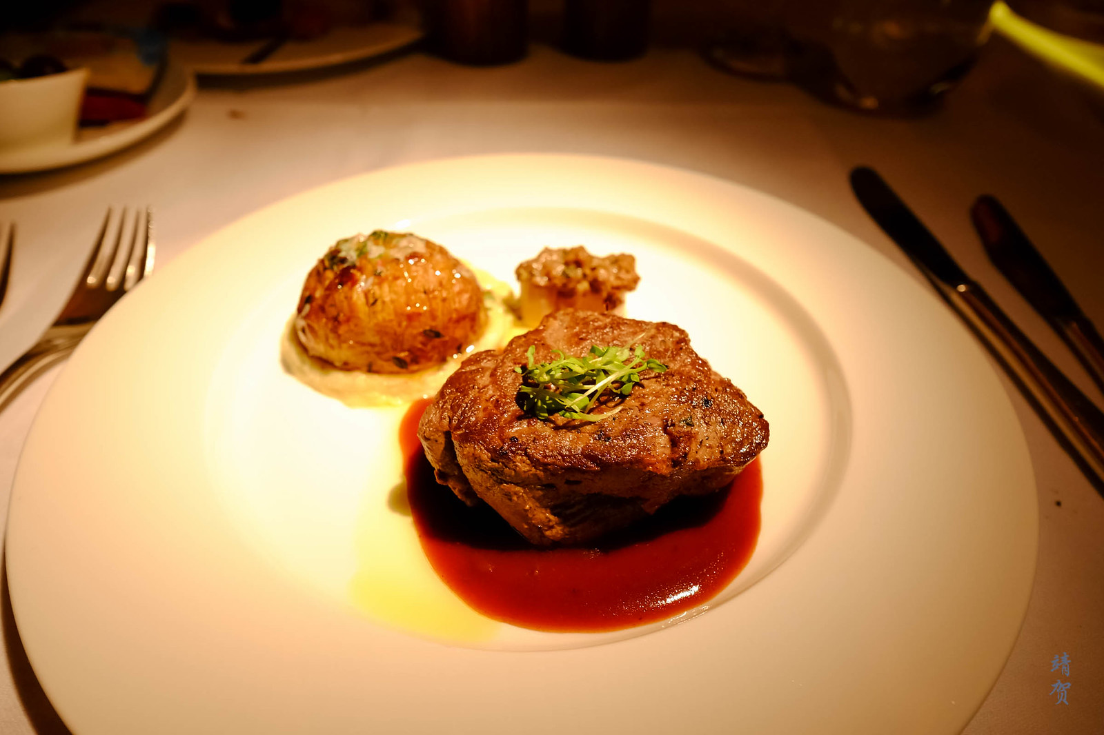 Beef tenderloin with red wine and thyme jus