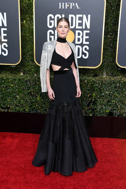 golden-globes-2019-rosamund-pike-1546819326