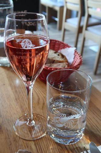 Gläschen Champagner Taittinger prestige Rose