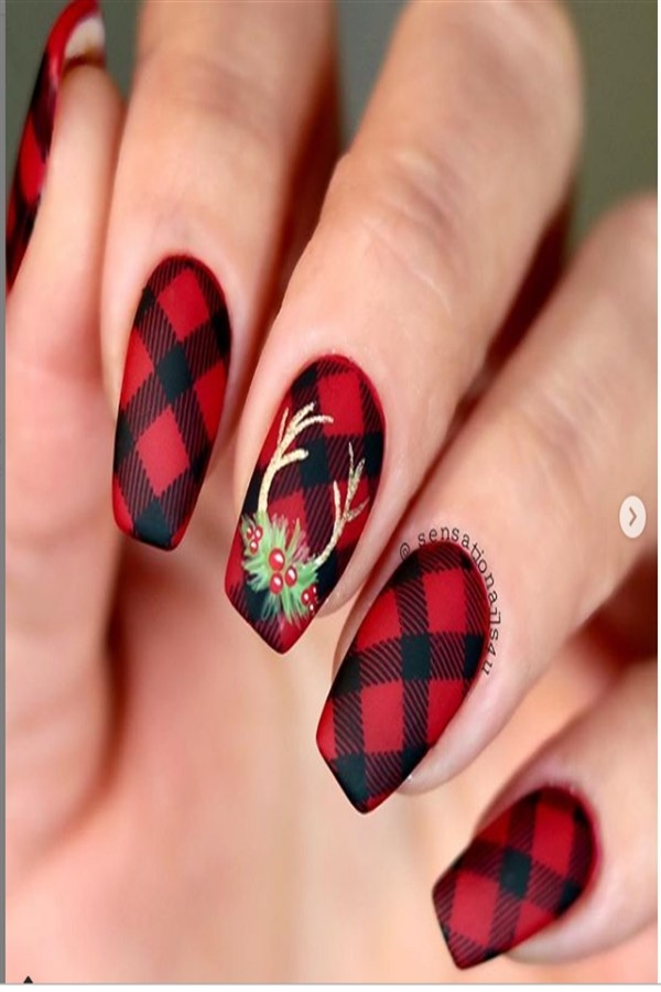 Top 33 Amazing Long & Short Christmas Nail Art Designs #short_nails #Christmas_nail_art #holiday_nails #nail_art_designs #winter_nails #long_nails