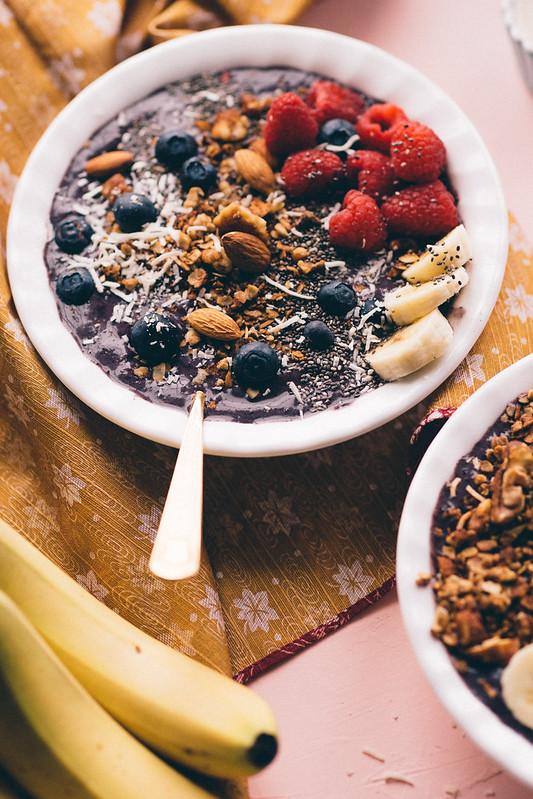 Almond blueberry acai bowl