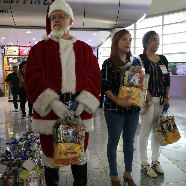 Globe Christmas Surprise Salubong of BalikBayans at the Francisco Bangoy International Airport IMG_20181218_163502