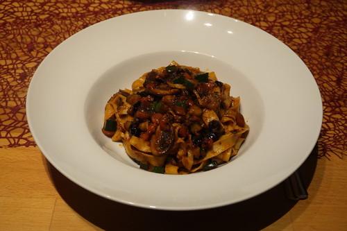 Spaghetti mit Bibimbap-Zutaten-Reste-Soße