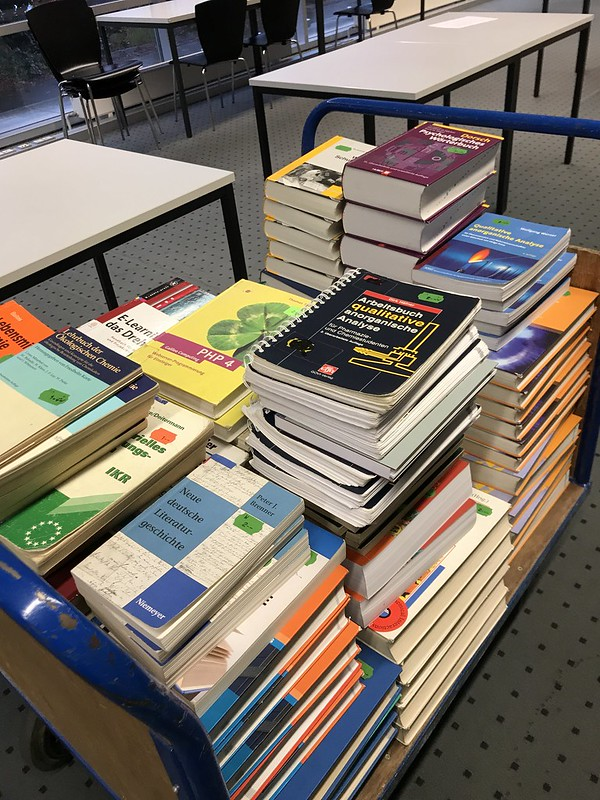 Aufbau Bücherflohmarkt 2018