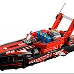LEGO Technic 42089 Power Boat 2