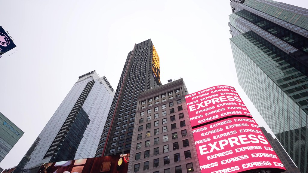 Times Square Pan Clip 3 111818 UHD with music